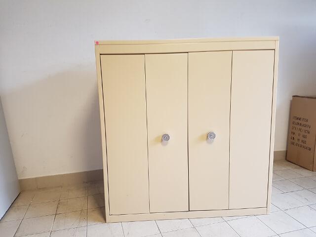 Armoire basse à portes