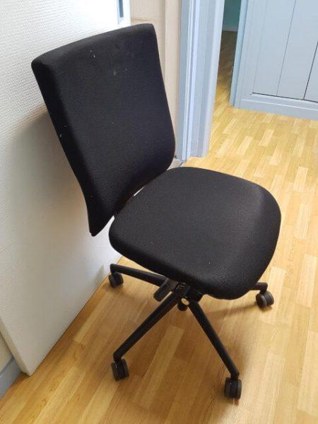 chaise à roulettes noir DAUPHIN