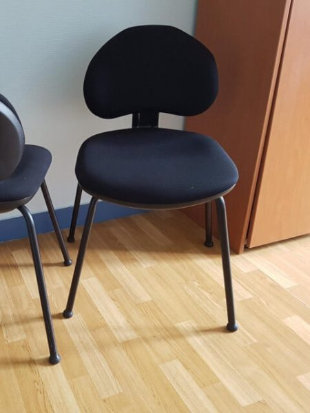 chaise 4 pieds noir