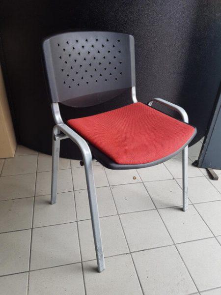 Chaise 4 pieds tissu et polypropylène