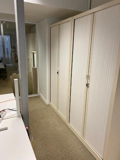 Z1.10 Armoires hautes L100 H200 à rideaux blanche + clé