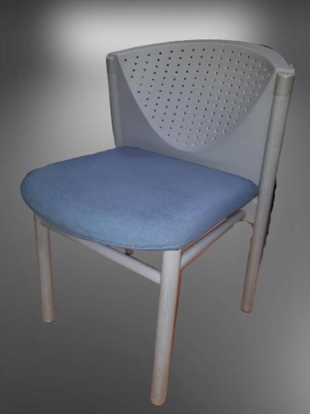 chaise 4 pieds dossier polypropylène tissu bleu