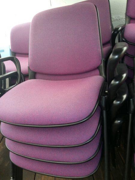 chaise 4 pied mauve