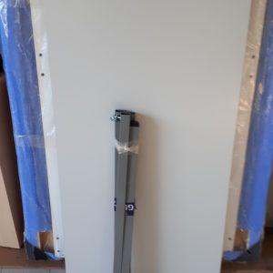 Z5.30 TABLE GRIS CLAIR L 120 P 60 4 PIEDS GRIS FONCE