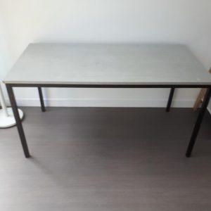 Z5.75 TABLE L140 P70 CHENE GRIS 4 PIEDS NOIRS