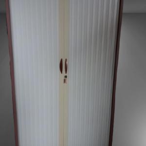 Z11.44 Armoire haute mauve rideau gris clair L120