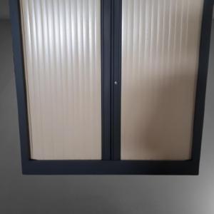 z12.33 armoire basse noir rideau hêtre clair l100