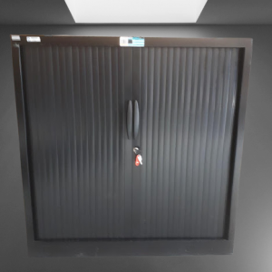 z12.37 armoire basse rideaux noir l100