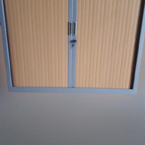 z13.5 armoire mi-haute gris clair rideau hêtre clair h161 l120